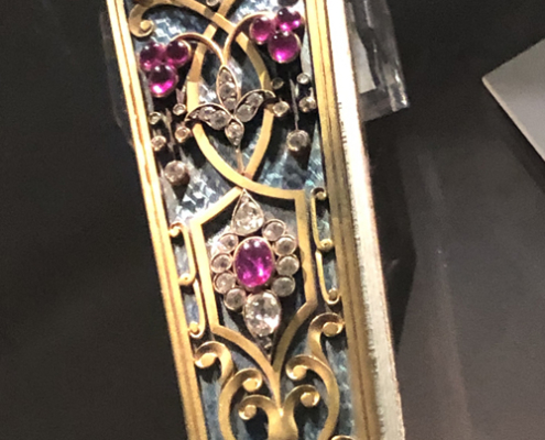 The Fan Museum Greenwich. Close up of the jewelled end of a rare, 18th century fan with rubies, diamonds and gold.