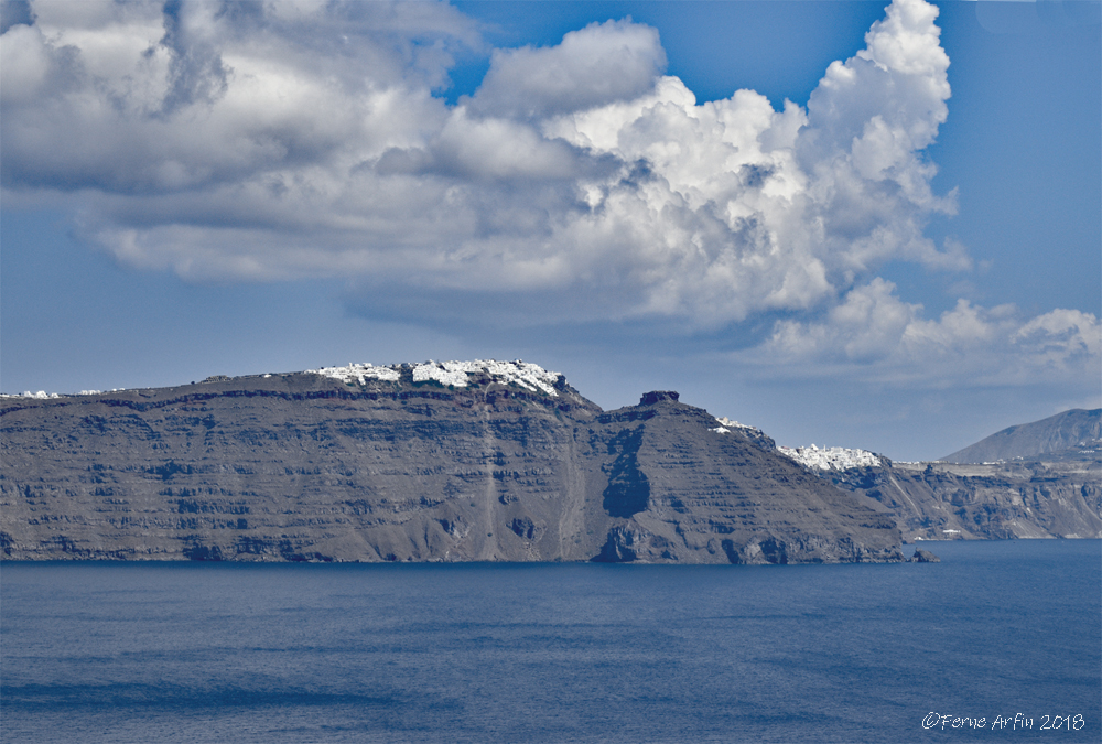 Santorini #Caldera #Greece #cliffs #clifftops #clifftop_villages #cyclades #cycladic_houses #clouds #dramatic_clouds #storm_front #thunderheads