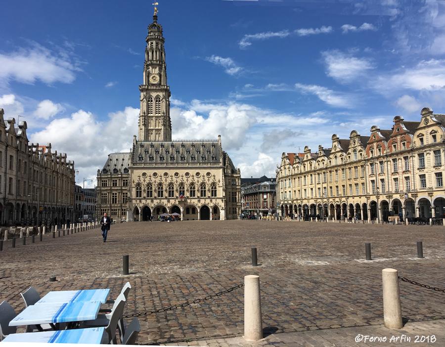 #Beffroi-Arras, #Placedes-heros-arras #marketplace #france #pasdecalais