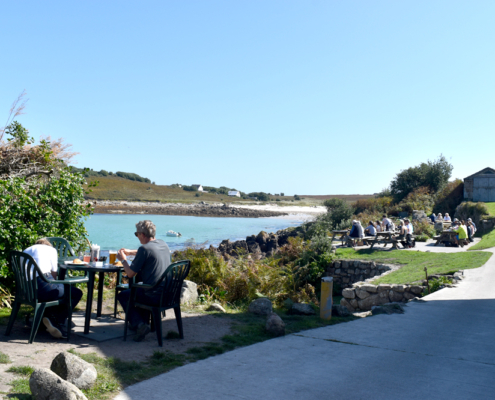 Diners, lunchtime, pub lunch, England, Cornwall, Duchy of Cornwall, Isles of Scilly, St Agnes, UK