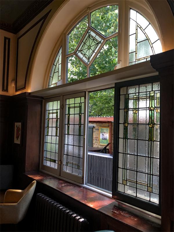 Open Window, Air circulation, london pub