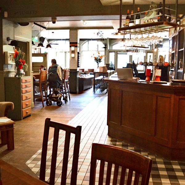 traditional london pub, England, UK