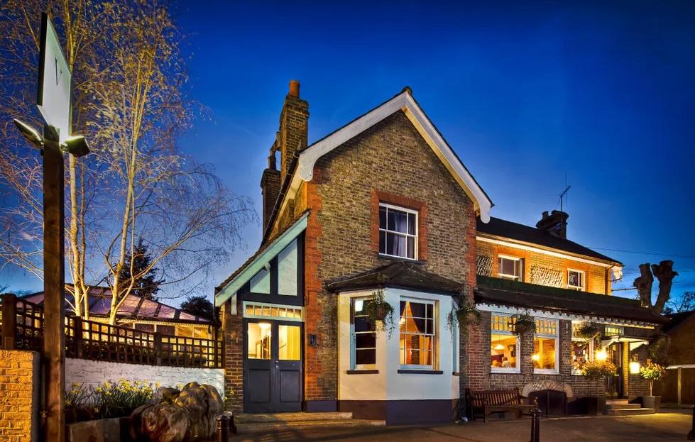 London, England, UK, British pub, stay in a pub