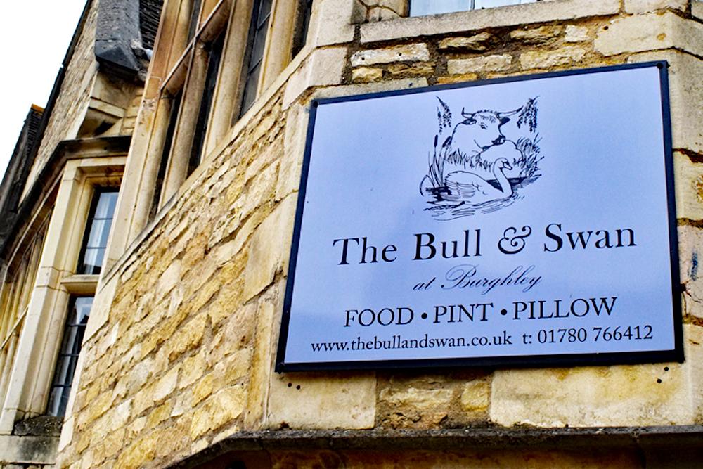 pub signs, England, Stamford, Bull&Swan, Burghley, England