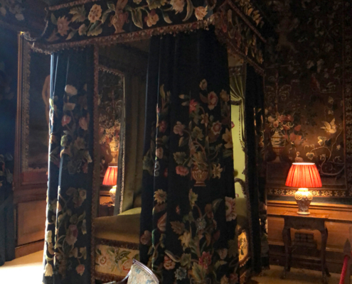 bed with hangings, black and yellow room, Burghley house and Stamford, England, Lincolnshire